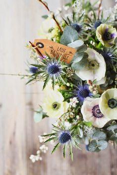 bouquet bleuté (chardon), blanc,eucalyptus