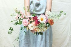 Natural Wedding Co: Holly-Bee Flowers is a flower garden and floral design studio growing and arranging artisan flowers and greenery for weddings. Passionate about British flowers and all the beauty they bring. Tea Party Wedding, Summer Wedding, Dream Wedding, Flower Bouquet Wedding, Bridal Bouquets, Growing Dahlias, British Flowers, Wedding Looks, Summer Flowers