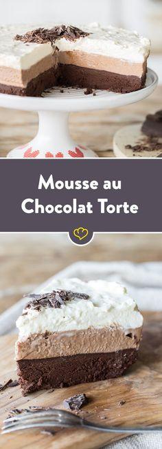 Eine luftig, lockere Torte aus allen 3 Sorten Mousse au Chocolat: Zartbitter, Vollmilch und weiße Mousse. Da bleiben keine Wünsche offen.