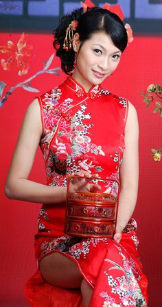 Chinese Clothing Traditional, Traditional Fashion, Traditional Dresses, Asian Woman, Asian Girl, Asian Ladies, Chinese Gown, Chinese Bride, Chinese Dresses
