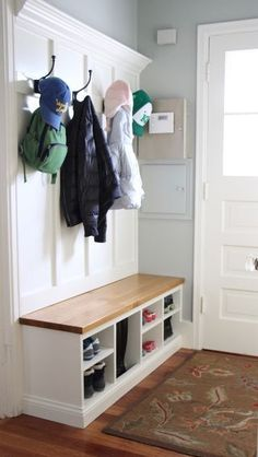 Mud Room - Coat Rack and Bench. Front entrance bench and coat hooks for easy storage. Organizing your front entrance. Easy storage solution for front entrance. Boot Room, Mudroom, Entrance Ideas Entryway, Apartment Entrance, Home, House Front, Bench Designs, Coat Storage, Entrance Bench