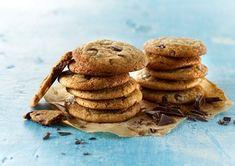 Cookies - Amerikanske chocolate chip cookies - Opskrift - Arla   Arla Chocolate Chip Cookies, Stuffed Mushrooms, Chips, Vegetables, Desserts, Recipes, Food, Stuff Mushrooms, Tailgate Desserts