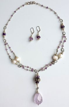 http://de.dawanda.com/product/76993075-Statement-Kette-Amethyst-Perlen-lila-weiss-vers