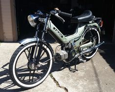 Triumph Motorcycles, Cars And Motorcycles, Vintage Motorcycles, Custom Moped, Custom Bikes, Ducati, Scooters, Chopper, Motocross