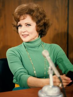 Betty White as Sue Anne Nivens on The Mary Tyler Moore Show. I looked forward to the Mary Tyler Moore show ONLY because I LOVED the character of Betty White/Sue Ann Nivens Betty White, Hollywood Glamour, Classic Hollywood, Hollywood Icons, Vintage Hollywood, Hollywood Stars, Mary Tyler Moore Show, Odd Couples, Famous Women