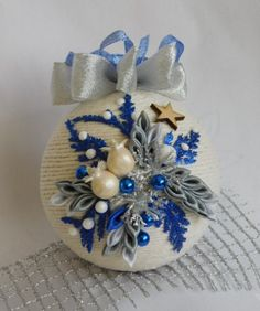 Ornament Crafts, Diy Christmas Ornaments, Christmas Balls, Christmas Tree Decorations, Christmas To Do List, Dollar Store Christmas, Christmas Floral Arrangements, Crochet Flower Tutorial, Crafts To Do