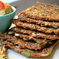 Raw Carrot Sandwich Bread (OR CRACKERS) 1 c. ground flaxseed c. whole flaxseed 2 c. carrot pulp (carrot/apple pulp makes the bread sweeter) c. pumpKin seeds c. sea salt 1 c. Raw Food Recipes, Great Recipes, Healthy Recipes, What Is Raw, Raw Food Diet Plan, Health Cleanse, Cracker