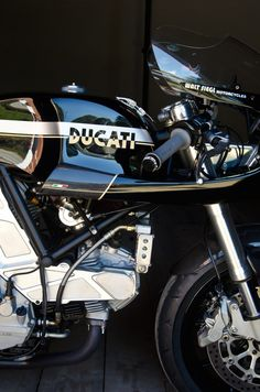 The Ducati Leggero series of limited production motorcycles by Walt Siegl have earned themselves a place of reverence in the lexicon of the world's Ducati 888, Ducati Desmo, Ducati Motorcycles, Vintage Motorcycles, Custom Motorcycles, Custom Bikes, Ducati 1000, Ducati Cafe Racer, Cafe Bike