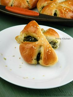 Eggless Spinach Pesto Filled Flower Buns,stepwise Savory Stuffed Soft Breads,step by step how to make spinach filled buns,veggie stuffed buns,how to make flower breads,savoury stuffed soft buns recipe,nitha kitchen,broccoli recipes,baking