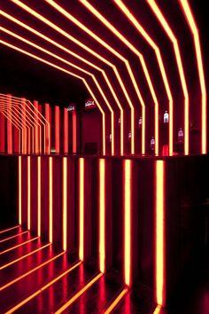 D-Edge - Muti Randolph & Marcelo Pontes & Zemel & Chalabi Arquitetos - LED Bar Club Lighting, Neon Lighting, Interior Lighting, Lighting Design, Pub Interior, Interior Architecture, Interior And Exterior, Café Bistro, Nightclub Design