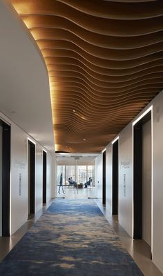 Attractive Aesthetic False Ceiling Ideas Gracing Beautiful Decor of Modern Office Designs - Modern office designs showing artistic false ceiling decor. False Ceiling Design, Wooden Ceiling Design, False Ceiling Bedroom, Wooden Ceilings, Ceiling Decor, Ceiling Ideas, Office Ceiling Design, Hallway Ceiling, Ceiling Lights