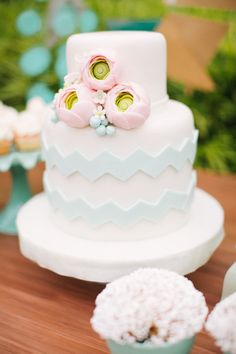 what a fun way to incorporate rick rack into your wedding cake!