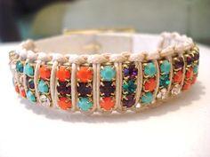 Linda pulseira em macramê com strass coloridos