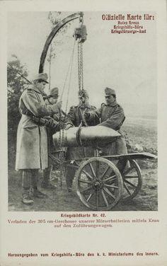 Verladen der 30, 5 cm Geschosse unserer Mörserbatterien mittels Kran auf den Zuführungswagen, © IMAGNO/Archiv Jontes
