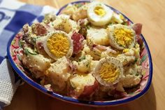 Pressure Cooker Classic Red Bliss Potato Salad makes a colorful presentation with the red skin from the potatoes and the green dill weed. Instant Pot Red Potatoes, Red Bliss Potatoes, Potato Salad Recipe Easy, Potato Salad With Egg, Pressure Cooker Potatoes, Instant Pot Pressure Cooker, Pressure Pot, Tilapia, Healthy Recipes
