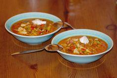 Das perfekte Kraut-Fleckerl-Suppe-Rezept mit Bild und einfacher Schritt-für-Schritt-Anleitung: Kohl vom Strunk entfernen, grob schneiden und…