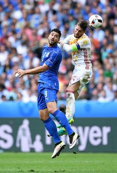 Graziano Pelle Photos - Sergio Ramos of Spain and Graziano Pelle of Italy compete for the ball during the UEFA EURO 2016 round of 16 match between Italy and Spain at Stade de France on June 2016 in Paris, France. - Italy v Spain - Round of UEFA Euro 2016 Uefa European Championship, European Championships, Ramos Real Madrid, Uefa Euro 2016, Spain, Italy, Paris France, Bella, Catwalk