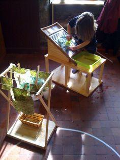 """Un lavoir """"montessori"""" conçu à partir d'une planche de lavoir véritable trouvée en brocante. Une réalisation de l'asso Mon ti sourire, en bretagne http://montysourire.wordpress.com/lorem-ipsum/"""
