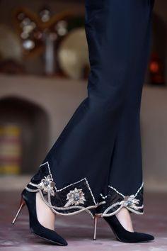 Fleur De Nuit Trousers – Henna Mehndi Source by savipandher. Stylish Dresses For Girls, Stylish Clothes For Women, Stylish Dress Designs, Designs For Dresses, Stylish Outfits, Pakistani Dresses Casual, Pakistani Dress Design, Fashion Pants, Fashion Outfits
