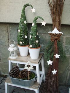 Billedresultat for 2016 juletrend Christmas Garden, Diy Christmas Tree, Christmas Love, Winter Christmas, Christmas Ornaments, Christmas Ideas, Christmas Flower Decorations, Holiday Decor, Plant Hanger