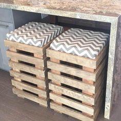 Wooden Pallet Furniture DIY pallet furniture projects for home decor Pallet Stool, Wooden Pallet Furniture, Wooden Pallets, Pallet Bar Stools, Diy Bar Stools, Diy Pallet Bar, Diy Stool, Pallet Patio, Diy Pallet Kitchen Ideas