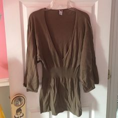 Long v neck batwing top Brown color very comfy GAP Sweaters V-Necks