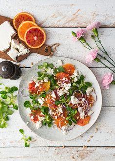 Salaattiviikko osa 2: Veriappelsiini-fetasalaatti – Perinneruokaa prkl | Meillä kotona Caprese Salad, Menu, Food, Menu Board Design, Essen, Meals, Yemek, Insalata Caprese, Eten