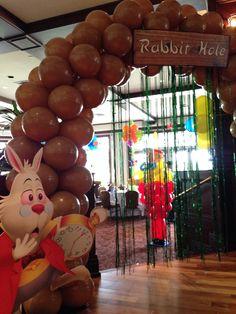 Alice in Wonderland balloon arch. Alice in Wonderland theme. http://www.dreamarkevents.com/wonderland.html