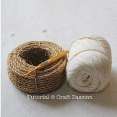 Make your own hemp basket with this crochet pattern & tutorial. Know basic crochet technique to complete it. It uses manila rope and yarn to build. – Page 2 of 2 Crochet Diy, Crochet Tote, Crochet Purses, Crochet Basics, Crochet Crafts, Crochet Projects, Crochet Snowflake Pattern, Crochet Patterns, Crochet Basket Tutorial