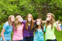 WONDERFUL session of 5 senior girls getting ready to head off to college. This would be such an awesome idea to do with a group of good friends or a young women's class. Best Friend Session, Best Friend Poses, Friend Senior Pictures, Friend Pictures, Group Pictures, Best Friend Photography, Senior Photography, Photography Ideas, Portrait Photography
