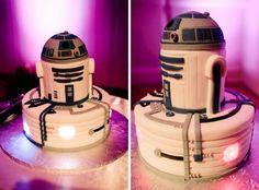 It even lights up! R2-D2 Groom's Cake