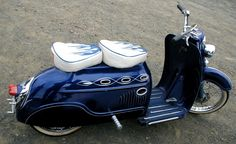Low rider, twin seat and larger dimension rims. Motor Scooters, Vespa Scooters, Custom Vespa, Custom Cars, Top Ride, Scooter Bike, Cycle Ride, Mini Bike, Kustom