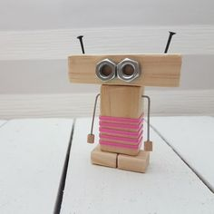 Craft Projects For Kids, Diy For Kids, Wood Projects, Recycled Robot, Making Wooden Toys, Wood Craft Patterns, Diy Robot, Wood Games, Robots For Kids
