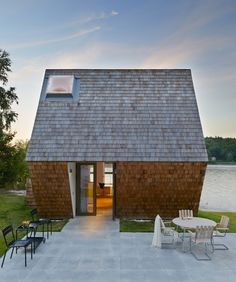 based in the swedish archipelago, the cedar envelope of the multi-leveled 'cone house' references a traditional building method commonly used in churches in nordic countries. Amazing Architecture, Modern Architecture, Cedar Shingles, Cabins And Cottages, Cottage Design, Modern Buildings, Prefab, Simple House, Little Houses