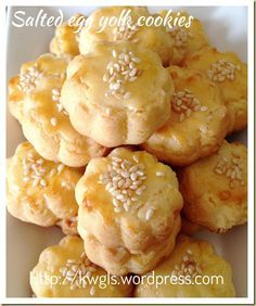 Salted Egg Yolk Cookies - ew- dough too flaky. Need to adjust potato flour to Chinese Cookies Recipe, No Egg Cookie Recipe, Biscuit Recipe, Cookie Recipes, Dessert Recipes, Delicious Desserts, Egg Yolk Cookies, Almond Cookies, Egg Yolk Recipes