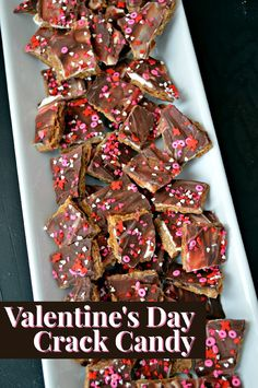 Valentine's Day Crack Candy Recipe Your sweetie will love this recipe for Valentine's Day crack candy. Valentine Desserts, Kids Valentines Day Treats, Valentines Gifts For Boyfriend, Valentine Cookies, Holiday Treats, Holiday Recipes, Valentines Recipes, Valentine Nails, Candy Recipes