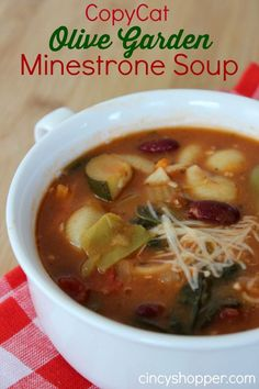 Since it is quite chilly today this Copycat Olive Garden Minestrone Soup Recipe will be perfect for us to enjoy with our CopyCat Olive Garden Salad and Dres Copycat Recipes, Crockpot Recipes, Cooking Recipes, Chicken Recipes, Olive Garden Minestrone Soup, Olive Garden Recipes, Copycat Olive Garden Soup, Olive Garden Soups, Gourmet