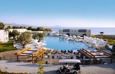 Hotel Port Royal Villas & Spa is een zeer luxe 5-sterren hotel, direct aan het strand van Kolymbia. Het hotel biedt u een uitstekende service, heerlijke maaltijden, een uitgebreid spacenter en zeer comfortabele kamers voor een onvergetelijk verblijf.    In de tuin liggen twee ruime zwembaden waarvan 1 met jacuzzi. U kunt in beweging blijven in de fitnessruimte, op de tennisbaan of tijdens de aerobicsles. Daarna komt u heerlijk tot rust in het uitgebreide wellnesscenter. Officiële categorie…