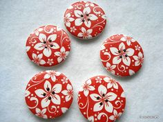 40mm Wood Button Red and White Flower Print pack of 4 by berrynicecrafts, £1.50 #etsy #button