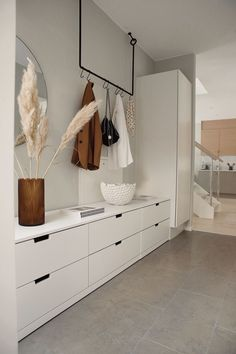 [New] The 10 Best Home Decor Ideas Today (with Pictures) - Gorgeous hallway storage and coat hook by designer Entrada Ikea, Cheap Home Decor, Diy Home Decor, Hallway Ideas Entrance Narrow, Modern Hallway, Entryway Ideas, Fall Entryway, Entry Hallway, Modern Staircase