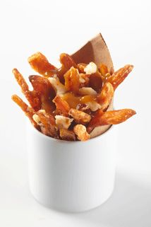 Goat Cheese Poutine - Sysco Canada Poutine, Food Service, Food Presentation, Goat Cheese, Yummy Yummy, Dog Food Recipes, Goats, Canada, Concept
