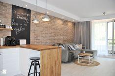 APARTAMENT POD WYNAJEM KRÓTKOTERMINOWY W USTRONIU MORSKIM 2017 - Mała otwarta kuchnia w kształcie litery l w aneksie z oknem, styl skandynawski - zdjęcie od INTERJO projektowanie wnętrz i grafiki