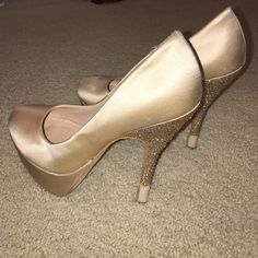 Steve Madden Champagne Silk & Crystal Heels 6.5 Amazing champagne colored silky feel platform heels featuring crystal adorned heels, a platform sole, 4.5in heels and minimal signs of wear other than on soles & a small snag on the front left heel as pictured. Great quality for a great price. No trades, best offers usually accepted. Steve Madden Shoes Heels