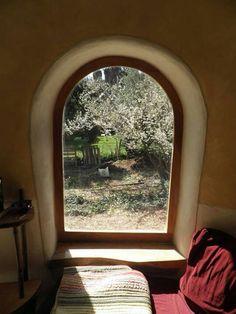 Tiny cob house ... what a beautiful keyhole effect!