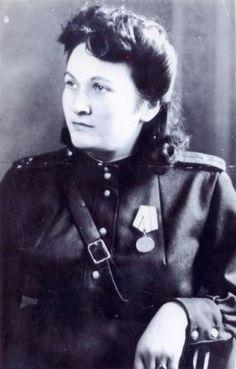 Ezetkhan Khabeste (http://www.noar.ru/postpredstvo/full/k_65-letiyu_velikoj_pobedi/ezethan_habitceva_samie_pamyatnie_sobitiya_vojni_dlya/)