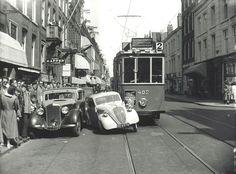 Amsterdam 1954 collision/ongeval in de P. Amsterdam Holland, New Amsterdam, Utrecht, Rotterdam, Nostalgia, Leiden, Public Transport, Old Pictures, Borneo