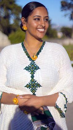 4 Factors to Consider when Shopping for African Fashion – Designer Fashion Tips African Men Fashion, African Beauty, African Women, Zulu Women, Ethiopian Beauty, Ethiopian Dress, Beauty Full Girl, Beauty Women, Black Beauty