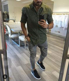 Pin by Pablo Gomez on Men's fashion in 2019 Fresh Outfits, Casual Outfits, Fashion Outfits, Fashion Fashion, Fashion Sale, Paris Fashion, Runway Fashion, Womens Fashion, Fashion Trends