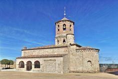 Iglesia de San Miguel Arcángel - Almazán, provincia de Soria Romanesque Art, Places In Spain, Roman Architecture, Old Churches, Iglesias, Kirchen, Castle, Relax, World