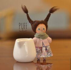 Купить или заказать Кукла брошь в интернет магазине на Ярмарке Мастеров. С доставкой по России и СНГ. Срок изготовления: от 2 дней + очередь заказов. Материалы: хлопок, лён, шёлк, шерсть, мохер. Размер: 8 см